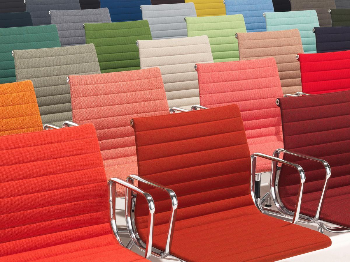 vitra aluminium chair ea 103 ea 104 von charles ray eames 1958 designerm bel von. Black Bedroom Furniture Sets. Home Design Ideas