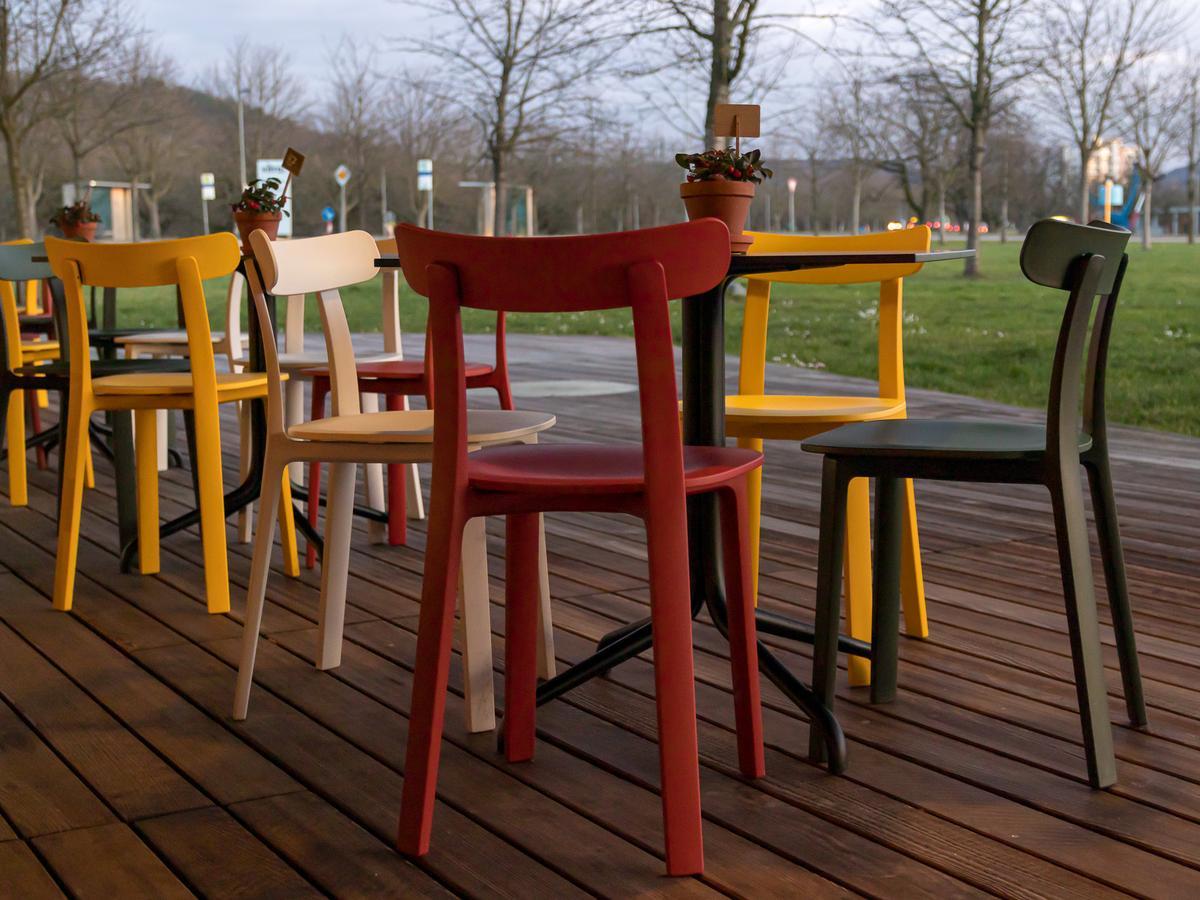vitra all plastic chair von jasper morrison 2016 designerm bel von. Black Bedroom Furniture Sets. Home Design Ideas